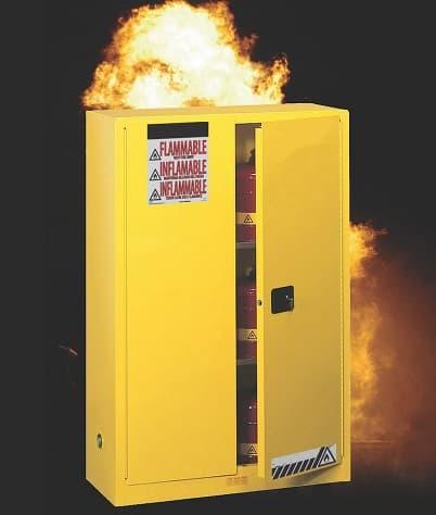 Tại sao không nên đặt tủ chứa hóa chất an toàn dễ cháy trên gỗ pallet