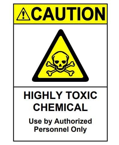 Ghi nhãn hóa chất trước khi cho vào tủ bảo quản an toàn